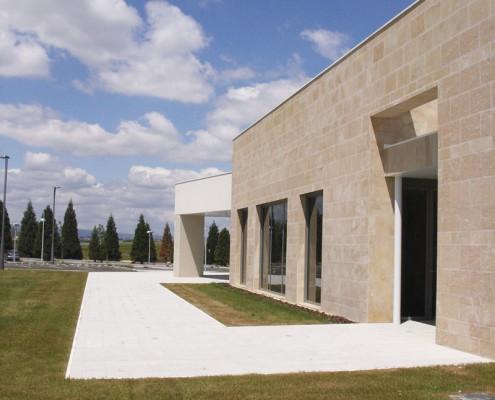 Exterior Funeraria Virgen Blanca. Vitoria-Gasteiz. Álava. Araba. Servicios funerarios..